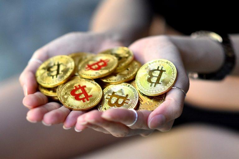 Teen-bitcoin-768x512